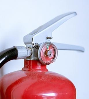 La válvula de un extintor indica el momento en el que es necesario retimbrar un extintores